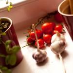 tagliatelle z kurczakiem, czosnkiem i pomidorkami cherry