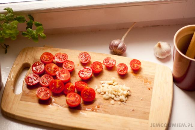 tagliatelle z kurczakiem - pomidorki i czosnek