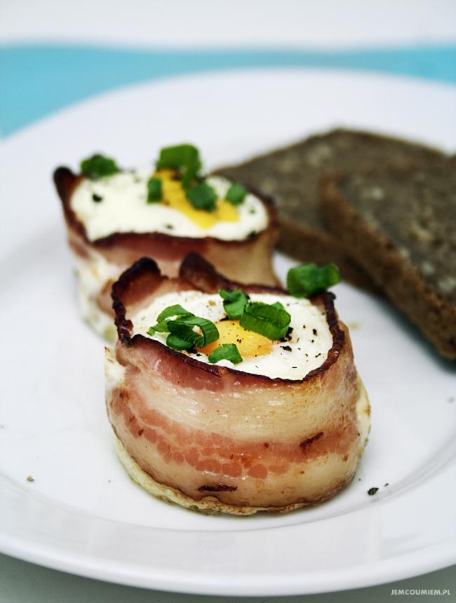 Kubeczki z boczku z jajkiem